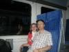 090526 Im Zug zum Flughafen